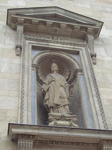 basilika-statue