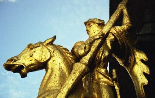 city-hall-statue2
